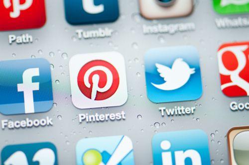 social-media-tools-iphone-screen