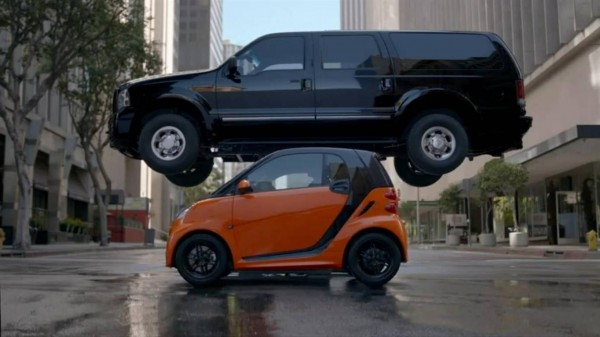 SmartForTwo-2013-Small-in-Size-Big-On-Safety-600x337