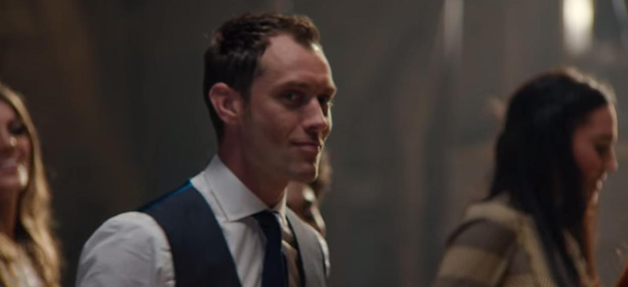 Jude law gooit zijn heupen los in nieuwe johnnie walker commercial video - Creatieve weddenschappen ...